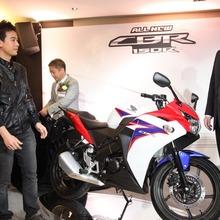 2011-Honda-CBR-150R-FI-09