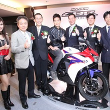 2011-Honda-CBR-150R-FI-11