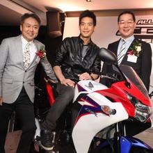 2011-Honda-CBR-150R-FI-14