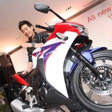 2011-Honda-CBR-150R-FI-17