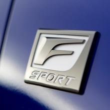 2011-Lexus-CT-200h-F-Sport-10