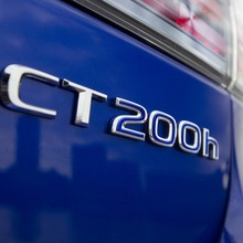 2011-Lexus-CT-200h-F-Sport-11