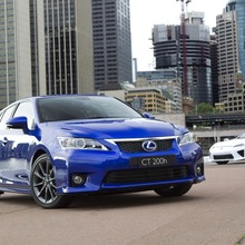 2011-Lexus-CT-200h-F-Sport-12