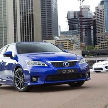 2011-Lexus-CT-200h-F-Sport-showroom