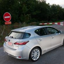 2011-Lexus-CT-200h-01