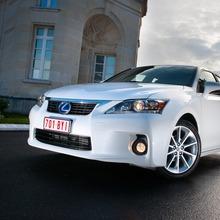 2011-Lexus-CT-200h-04