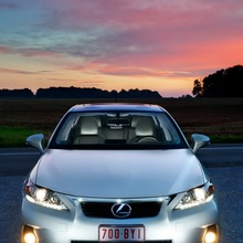 2011-Lexus-CT-200h-05