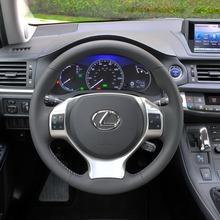 2011-Lexus-CT-200h-07