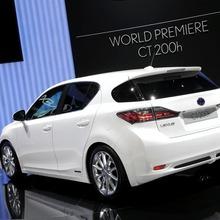 2011-Lexus-CT-200h-15