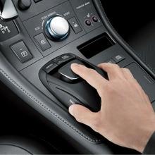 2011-Lexus-CT-200h-25