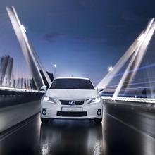 2011-Lexus-CT200h-Thailand-04