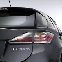 2011-Lexus-CT200h-Thailand-06