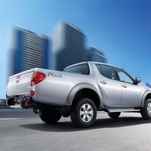2011-Mitsubishi-08