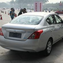 2012-Nissan-Sunny-40