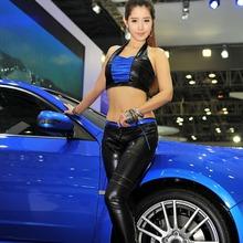 2011-Seoul-Motor-Show-Grils-02