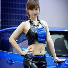 2011-Seoul-Motor-Show-Grils-04