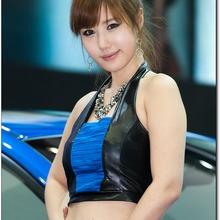 2011-Seoul-Motor-Show-Grils-05