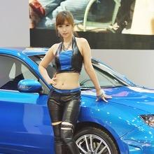 2011-Seoul-Motor-Show-Grils-09