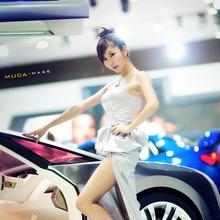 2011-Seoul-Motor-Show-Grils-23