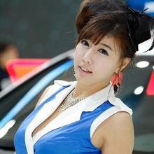 2011-Seoul-Motor-Show-Grils-39