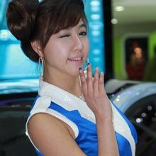2011-Seoul-Motor-Show-Grils-40