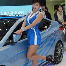 2011-Seoul-Motor-Show-Grils-58
