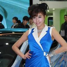 2011-Seoul-Motor-Show-Grils-61