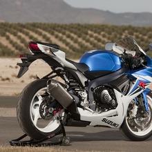 2011-Suzuki-GSX-R-600-32