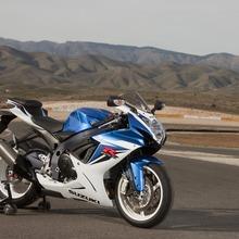 2011-Suzuki-GSX-R-600-33