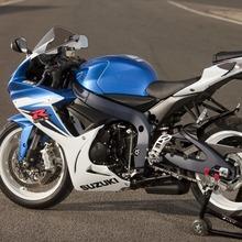 2011-Suzuki-GSX-R-600-36