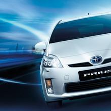 2011-Toyota-Prius-Thailand-02