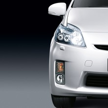 2011-Toyota-Prius-Thailand-07