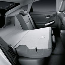 2011-Toyota-Prius-Thailand-16