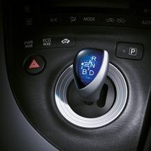 2011-Toyota-Prius-Thailand-24