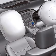 2011-Toyota-Prius-Thailand-25