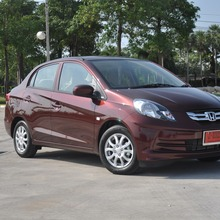 2012-Honda-BrioAmaze-GroupTest_36