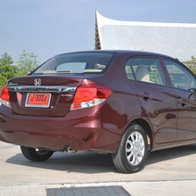 2012-Honda-BrioAmaze-GroupTest_38