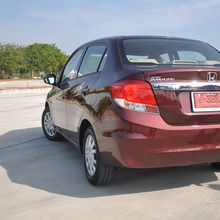 2012-Honda-BrioAmaze-GroupTest_43