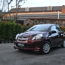 2012-Honda-BrioAmaze-GroupTest_74