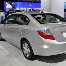 2012-Honda-Civic-Hybrid-Live-02