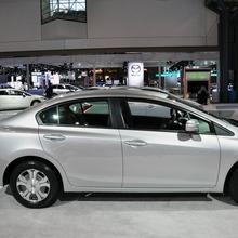 2012-Honda-Civic-Hybrid-Live-05
