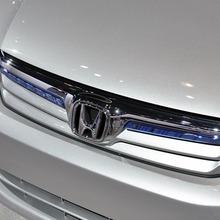 2012-Honda-Civic-Hybrid-Live-07