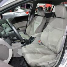 2012-Honda-Civic-Hybrid-Live-11