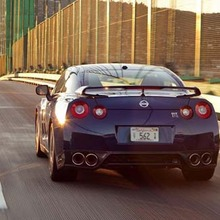 2012-Nissan-GT-R-Facelift-US-showroom