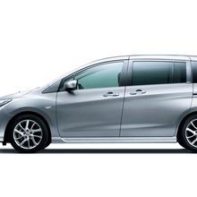 2012-Nissan-Lafesta-09