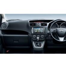 2012-Nissan-Lafesta-11