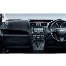 2012-Nissan-Lafesta-13