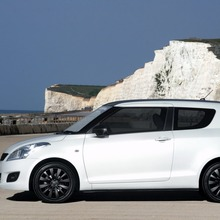 2012-Suzuki-Swift-Attitude-2
