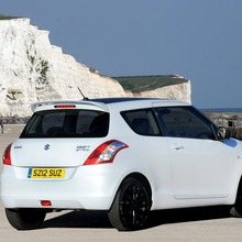 2012-Suzuki-Swift-Attitude-3