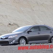 2012-Toyota-Camry-Hybrid-Spy-Shots-01